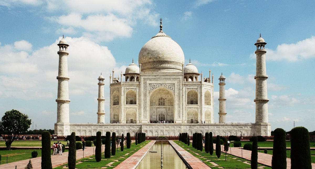 Recognized As U0027the Jewel Of Muslim Art In Indiau0027, The Taj Mahal Was Built  By Mughal Emperor Shah Jahan. Often Mistaken As A Palace, This Famous  Landmark Was ...